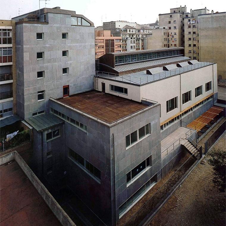 Defendía Oíza que el arquitecto no debe imponer una línea a su arquitectura, que debe mantenerse algo indiferente hacia su obra. Decía que lo importante es que la creación fuera la adecuada, la necesaria; Sin necesidad de que se viera al Arquitecto en ella